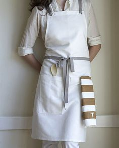KITCHEN APRON OYSTER - linen/cotton blend finished with nickel-plated grommets and slate gray cotton twill straps. Cafe Uniform, Modern Aprons, Cafe Apron, Apron Designs, Linen Apron, Uniform Design, Sewing Aprons, Kitchen Aprons, Work Attire