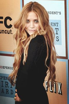 Mary-Kate Olsen sporting glorious locks of magnificent hair. Maybe I can reach that length someday