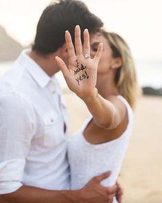Pre Wedding Poses, Wedding Couple Poses, Couple Posing, Engagement Couple, Engagement Pictures, Wedding Couples, Wedding Ring Photography, Couple Photography Poses, Foto Wedding