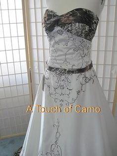 Justa hint of Mossy Oak cute! Cute Wedding Ideas, Perfect Wedding, Dream Wedding, Wedding Inspiration, Wedding Stuff, Camo Wedding Dresses, Prom Dresses, Mossy Oak Wedding, Camouflage Wedding