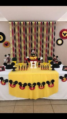 Tips and Trick on Birthday Party Ideas Baby Mickey, Theme Mickey, Mickey 1st Birthdays, Fiesta Mickey Mouse, Mickey Mouse Baby Shower, Mickey Mouse Clubhouse Birthday Party, Mickey Birthday, 2nd Birthday, Mickey Mouse Birthday Decorations