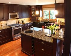 Traditional Kitchen Photos Kitchens With Black Cabnets Design, Pictures, Remodel, Decor and Ideas - page 3 Dark Kitchen Cabinets, Granite Kitchen, Kitchen Cabinet Design, Kitchen Decor, Brown Cabinets, Kitchen Modern, Kitchen Ideas, Maple Kitchen, Cherry Kitchen