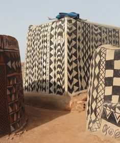 """The Gurunsi (Kassena) tribe live in fortified houses in the Tiebélé region on the border of Burkina Faso and Ghana. Vernacular Architecture, Ancient Architecture, Art And Architecture, African Design, African Art, Nathalie Du Pasquier, African House, Mud House, Uganda"