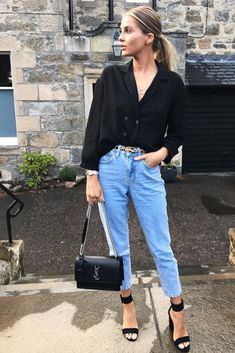 Fashion casual chic woman ideal for an evening: jean mum, Ysl bag, sandals with heels and black shirt. Source by TendanceOrganisee Shorts Casual, Casual Outfits, Fashion Outfits, Dinner Outfits, Woman Outfits, Club Outfits, Night Outfits, Fashion Boots, Womens Fashion Casual Summer