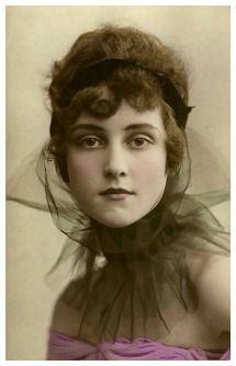 Dolores by Adolf de Meyer 1919
