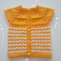 Most Popular Baby Vest Knitting Patterns of All Time Easy Knitting Patterns, Crochet Patterns For Beginners, Knitting For Kids, Knitting Designs, Free Knitting, Baby Knitting, Free Crochet, Girls Sweaters, Baby Sweaters