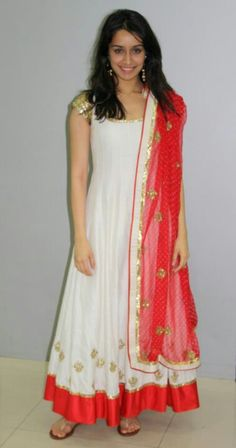 Shradha kapoor iin Indian wear cute!! https://m.facebook.com/Monascouture