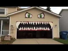 This Halloween DIY Monster garage door has teeth that move up and down along with the garage door. This is a great way to decorate for Halloween while still keeping your garage door functional throughout the holiday! Creepy Halloween Party, Casa Halloween, Halloween Door Decorations, Outdoor Halloween, Halloween Crafts, Halloween Ideas, Garage Door Halloween Decor, Outdoor Decorations, Halloween Stuff