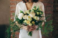 white organic bouquet http://weddingwonderland.it/2016/01/matrimonio-industriale-organico.html