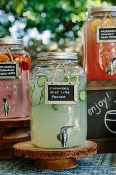DIY Self Service Drink Bar for Outdoor Wedding Ideas - DIY Free for H .DIY self-service drink bar for outdoor wedding ideas - DIY Free for wedding ideas im Wooden Sign Mint and Drink Bar, Bar Drinks, Beverages, Beverage Bars, Alcoholic Drinks, Wedding Catering, Trendy Wedding, Unique Wedding Food, Diy Wedding Bar