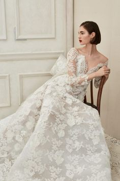 7bdb3558ad4 Oscar de la Renta Bridal s Fall 2019 Collection is Dipped in Ivory Bridal  Wedding Dresses