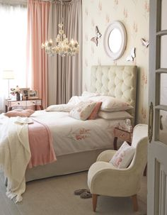 Gladioli Coral Cotton Bedlinen / Primrose Chandelier by Laura Ashley
