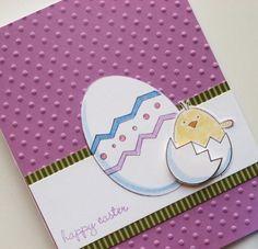 une carte de Pâques DIY de couleur lilas décorée de motifs de Pâques