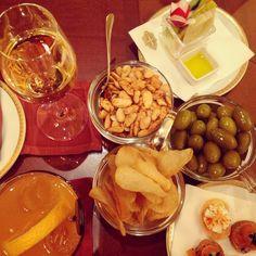 Buonasera! Aperitivi at Principe Bar at Hotel Principe di Savoia. Lovely way to spend an evening. #Milan