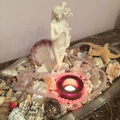 Altar: step by step instructions on how to create an altar to Goddess Aphrodite!Aphrodite Altar: step by step instructions on how to create an altar to Goddess Aphrodite! Baby Witch, Sea Witch, Altar Particular, Wicca Altar, Bar Deco, Aphrodite Aesthetic, Aphrodite Goddess, Home Altar, Goddess Of Love