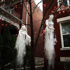 Halloween is on its way and if you haven't decide yet how to decorate your garden or front yard then this post can be very useful and interesting for you. We've tried to gather the most cool Halloween outdoor decorations… Continue Reading →