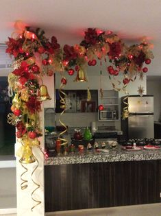 New door wreaths winter ornaments 32 ideas Rose Gold Christmas Decorations, Christmas Swags, Noel Christmas, Christmas Centerpieces, Xmas Decorations, Christmas Projects, Christmas Ornaments, Holiday Decor, Door Wreaths