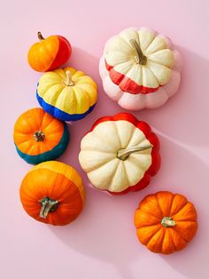 Here's an easy way to create a striking display that works especially well with smaller pumpkins—you just need crafts paint, paper bowls and wax paper! Halloween Painting, Halloween Crafts, Halloween Decorations, Halloween Pumpkins, Fall Decorations, Halloween Stuff, Halloween Ideas, Halloween Costumes, Faux Pumpkins