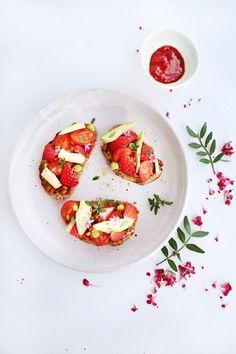 Crostini de fraises, avocat et tomates cerises : la recette facile