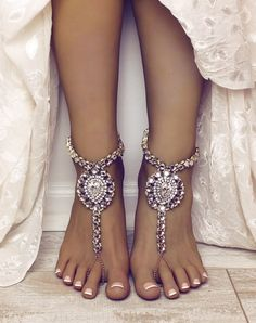 70d6e2ceed9945 40 Beach Wedding Shoes   Barefoot Sandals · Foot Jewelry ...