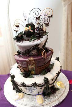 Disneys Haunted Mansion Wedding Cake: Tara + Brett #disney #disneywedding #disneyweddingcakes