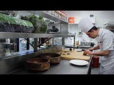 Martin Gagné du restaurant La Traite de l'Hôtel-Musée Premières Nations nous dévoile ce qu'il prépare pour le souper gastronomique du 24 mai 2013. Pour acheter vos billets, c'est par ici : http://soupercxrougeqc.eventbrite.ca/  Capsule réalisée par Bruno Giguère de BG Films!
