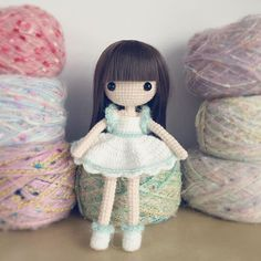 This is the first time I cut a doll's fringe so neatly ! I really love her hair…
