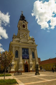 Oradea is a city near the Romanian - Hungarian border, which doesn't often fall on the tourist route. These are my things to do in Oradea in a day. Catholic Bishops, Roman Catholic, Romania Travel, Bucharest, Present Day, European Travel, Cathedral, Places To Visit, Castle