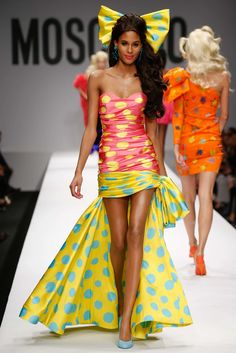 Moschino Spring 2015 Ready-to-Wear Fashion Show - Cindy Bruna
