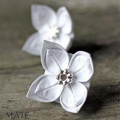 ateliermate / Na svatbu s Billem Weasleyem Origami, Brooch, Rings, Floral, Flowers, Crafts, Jewelry, Manualidades, Jewlery