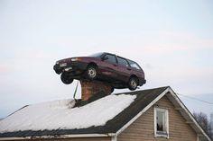 Naapureiden mukaan auto ilmestyi piipun päälle aamupäivän aikana.