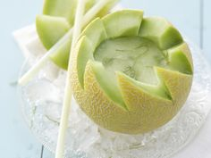Melonen-Daiquiri in der Galia-Melone - smarter - Zeit: 30 Min.   eatsmarter.de