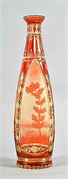 Val St Lambert vase 'Saint Malo' en version Fluoval - Cristal urane doublé 'Aurore' - Vers 1920-1925 et repris dans le Catalogue Cristaux de Fantaisie 1926. H 37 cm.