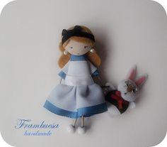Alice in Wonderland Boche-colgante. Porta cadena de 70cm realizado a mano pvp 18 eur