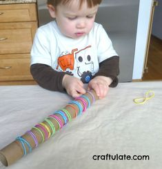 This is such a super simple fine motor activity! Craftulate: Cardboard Tube and Elastic Hair Bands [Fine Motor Fridays] Motor Skills Activities, Toddler Learning Activities, Montessori Toddler, Toddler Play, Gross Motor Skills, Montessori Activities, Infant Activities, Toddler Crafts, 2 Year Old Activities