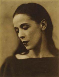 Martha Graham By Soichi Sunami ,Circa 1928 Burlesque, Martha Graham, Isadora Duncan, Riot Grrrl, Shall We Dance, Modern Dance, Dance Photography, Photoshoot Inspiration, Ballet Dancers