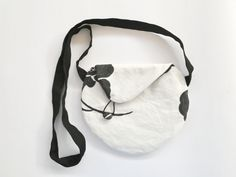 Black and white messenger bag, small crossbody purse, modern white purse - pinned by pin4etsy.com