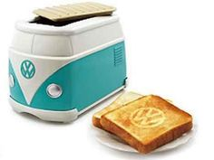 'Volkswagen Minibus Toaster' Burns 'VW' Logo On Bread If I can't have the actual vw bus I'll take the toaster. Vw Camper, Vw Caravan, Transporteur Volkswagen, Vw T1, Wolkswagen Van, Vw Minibus, Vw Logo, Mini Bus, Decoration Originale