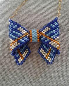 encore un petit noeud papillon  #bijoux #jewels # perles #beads#delicas #miyuki#burberry #collier #necklace #faitmain #handmade #j'enfiledesperlesetj'assume#perlesandco#noeudpapillon #bowtie #peyote
