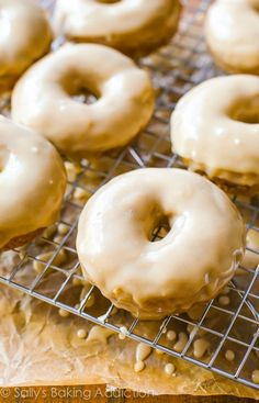 Maple Donuts by sallysbakingaddic. - spiced cake donuts covered in a rich, thick maple glaze. The donuts are baked, not fried and incredibly simple to prepare. Maple Donuts, Cinnamon Sugar Donuts, Mini Donuts, Cinnamon Rolls, Baked Donut Recipes, Baked Doughnuts, Delicious Donuts, Delicious Desserts, Beignets