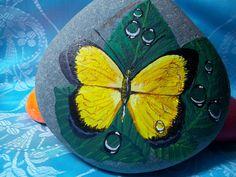 taş boyama kelebek