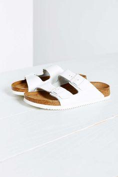 summer sandal trend: pool shoes