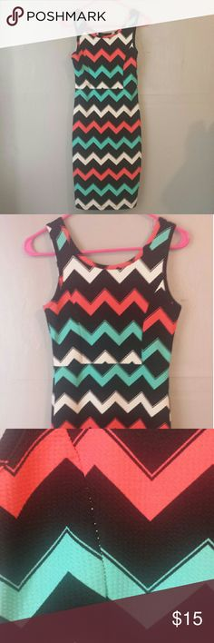 """Spring/Summer zigzag pattern dress Only worn once. In fairly good condition except for a peice in the dress where the white stitching comes through. The dress form fitting but has stretch to it. I'm 5""""7 and it comes to around knee length on me. Dresses"""