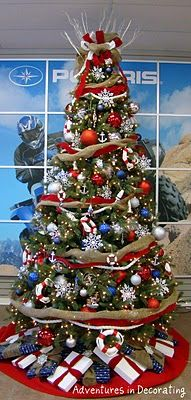 love this nautical christmas tree <3.  Would look great in our family room.