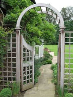 We love the wooden arch gate welcoming us into this simple but stunning little garden by Cherry Mills Garden Design