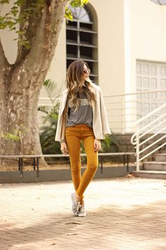 NIGHT - mustard denim, grey graphic tee and off white linen blazer/ jacket, sneaker.