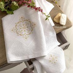 occorrente per ricamare la coppia di asciugamani