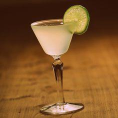 Vodka-Gimlet TdL Ingredientes 2.5 onza Vodka Riwi 1.0 onza Licor fino de Limón Preparación: Añadir todos los ingredientes a una coctelera con hielo y agitar. Colar en una copa de cóctel helada, y adornar con una rueda de lima. #VODKA #LIMON #LEMON #LIME #LIMA #COCKTAIL #COCTEL #TIERRADELOBO #TIERRA_DE_LOBO #DESTILERIA #DISTILLERY #SPIRITS #LIQUORS #COQUIMBITO #MAIPU #MENDOZA #ARGENTINA #CAMINODELVINO
