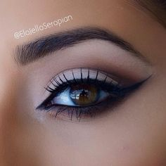 A simple eye with winged liner