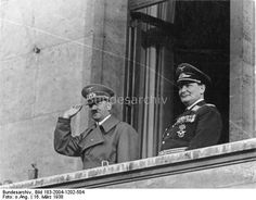 Die Reichshauptstadt Berlin empfing am Mittwochnachmittag den Führer der geeinten deutschen Nation mit einer überwältigenden Begeisterung. Millionen Volksgenossen säumten den Weg, den der Führer nahm, um ihn mit ihren Jubelrufen zu begrüßen. Nach der Triumphfahrt durch das Spalier der Millionen mußte sich dann der Führer und Reichskanzler im Laufe des Abends immer wieder den jubelnden Hunderttausenden auf dem Wilhelmplatz zeigen, die ihm und seinem Generalfeldmarschall begeisterte…